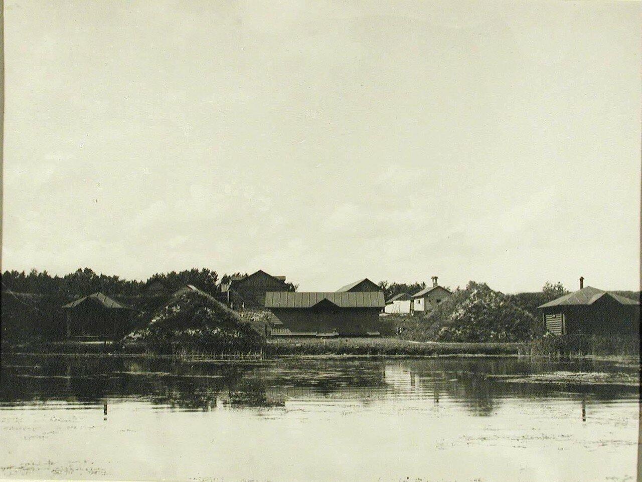 12. Вид деревянных домиков, в которых размещалась лаборатория. Красное Село