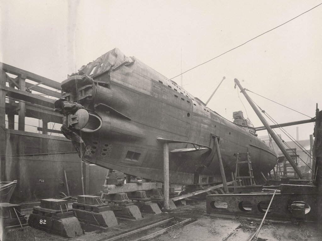 U-boat 110 (1918) after being raised from the North Sea80.jpg