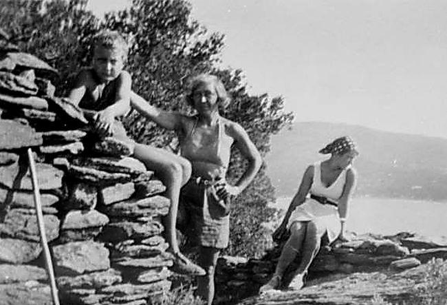 Георгий Эфрон, Марина Цветаева, Ариадна Эфрон. Фавьер, 1935 г..jpg