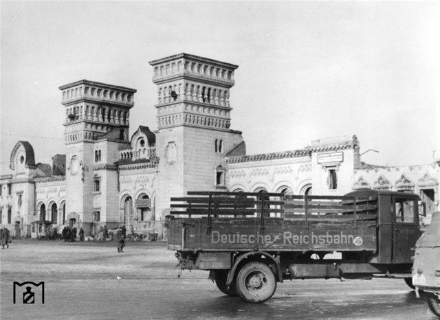 Вокзал в Днепропетровске, 1942.jpg