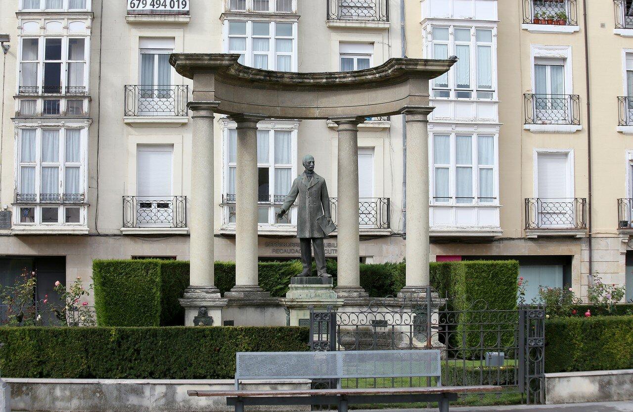 Vitoria-Gasteiz. The provincial square (Plaza de la Provincia). Monument to MATEO Benito de Moraza (Mateo Benigno de Moraza)