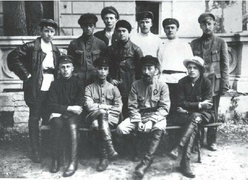 Ф. Э. Дзержинский в группе одесских чекистов. Май 1920 г. (РГАСПИ. Ф. 413. Оп.1. Д.66)