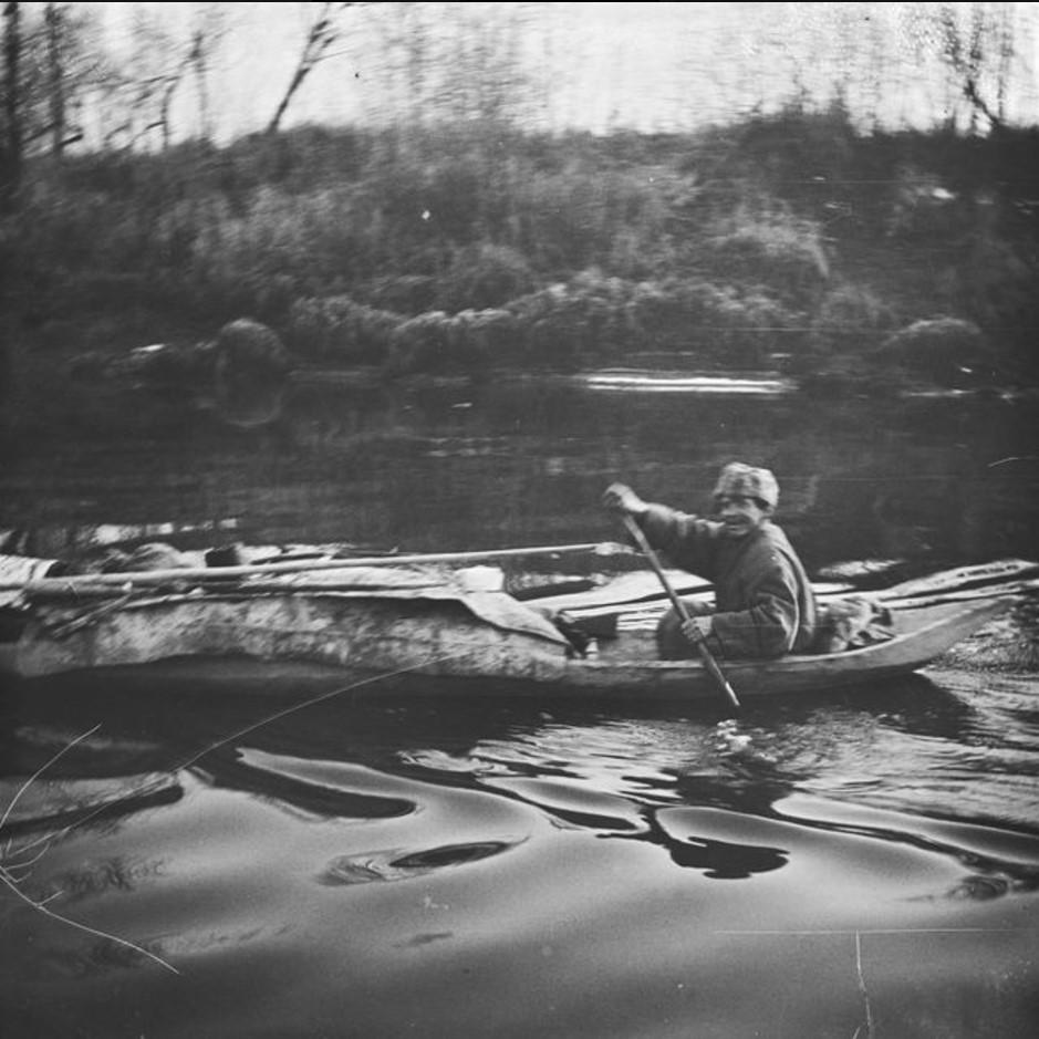 Сергей Белозеров в лодке