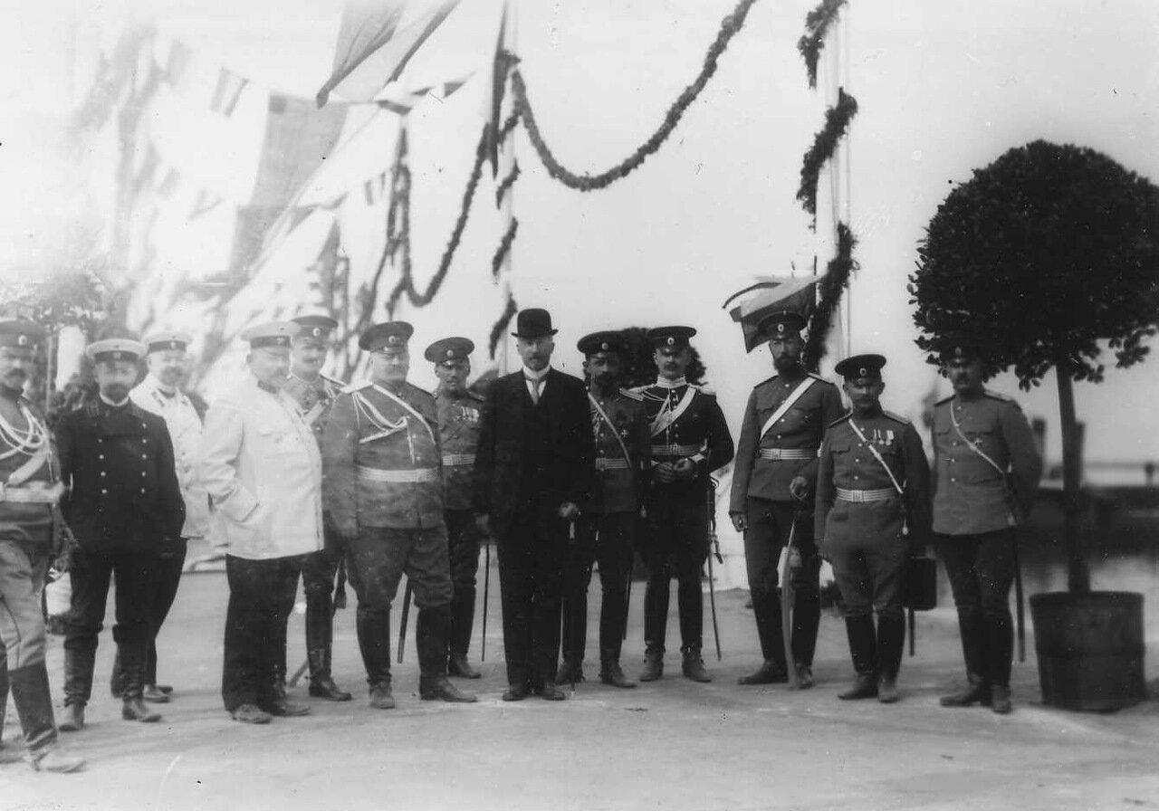 13. Группа офицеров - участников встречи императора Вильгельма II