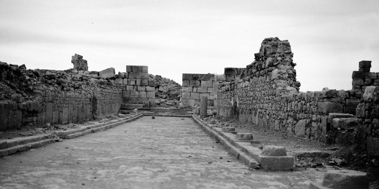 Вид из разрушенного храма в древнем городе Филадельфия