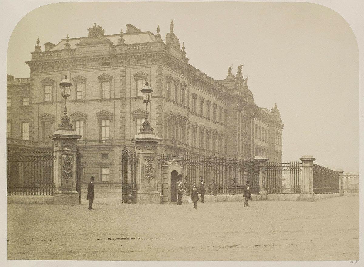 1858. Букингемский дворец