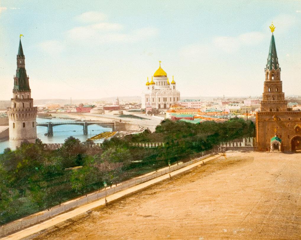 12. Москва. Кремль и Храм Христа Спасителя