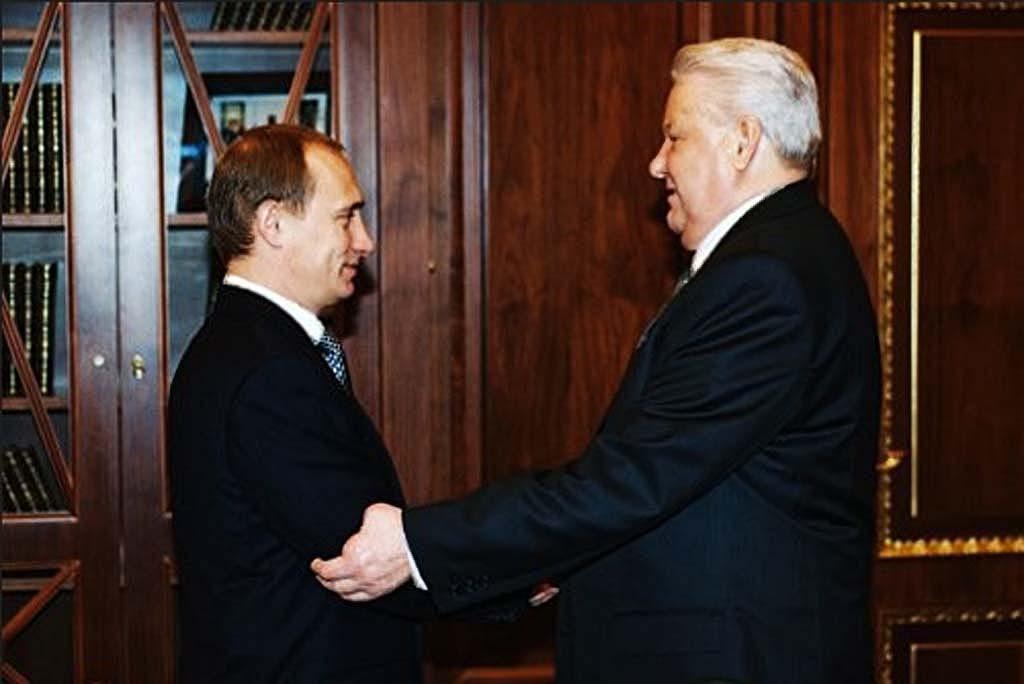 Премьер-министр Владимир Путин прибыл для встречи с Президентом Ельциным 09:25, 31 декабря 1999 года
