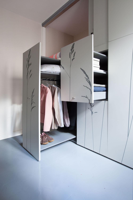 Дизайн маленькой квартиры - вся обстановка в шкафу