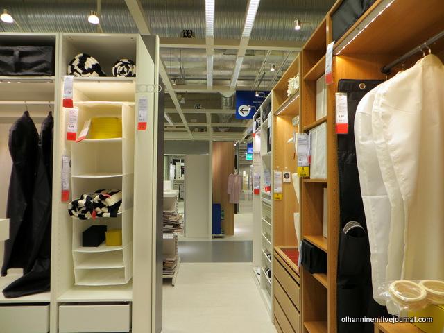 06 открытые шкафы и пакеты для одежды.JPG