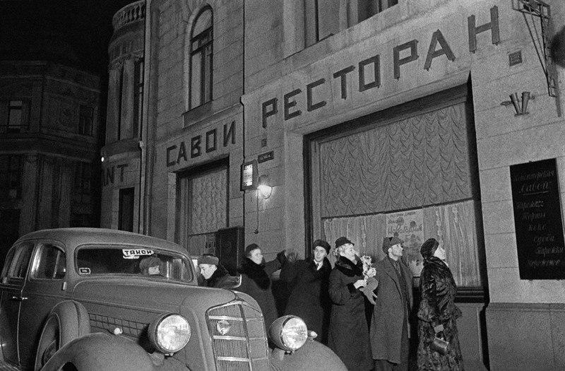 Ресторан Савой.Москвичи готовятся праздновать НГ 1940.jpg