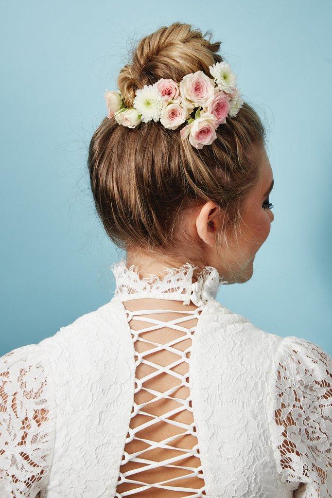 свадебные-прически-с-цветами15.jpg