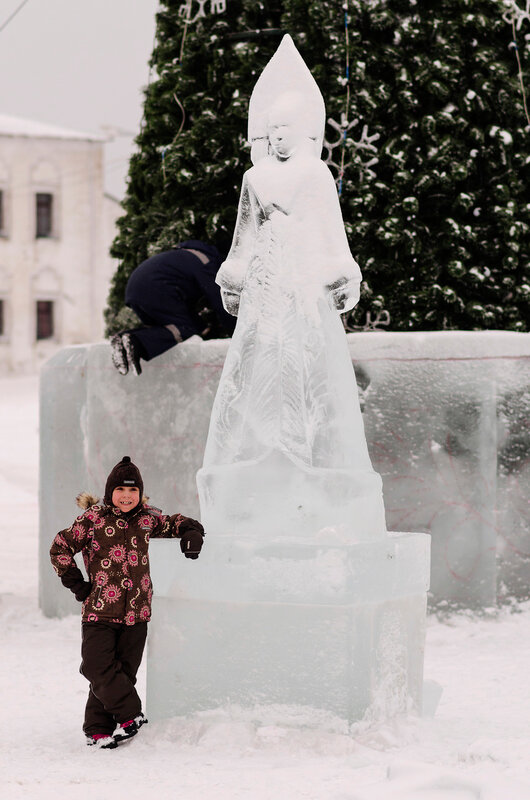 Строится ледовый городок