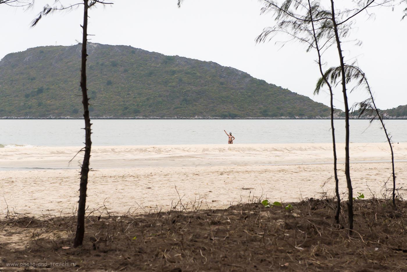 Фото 1. На пляже Laem Sala Beach в национальном парке  Кхао Сам Рой Йот. Экскурсии в окрестностях Хуахина в Таиланде (ИСО 1250, ФР=70, F=7.1, выдержка 1/3200 секунды)