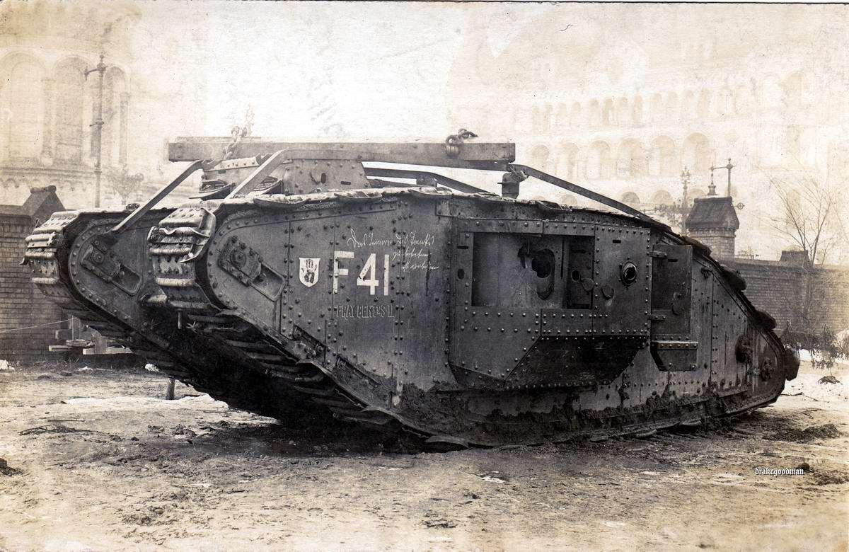 Британский танк Mark IV со снятым вооружением