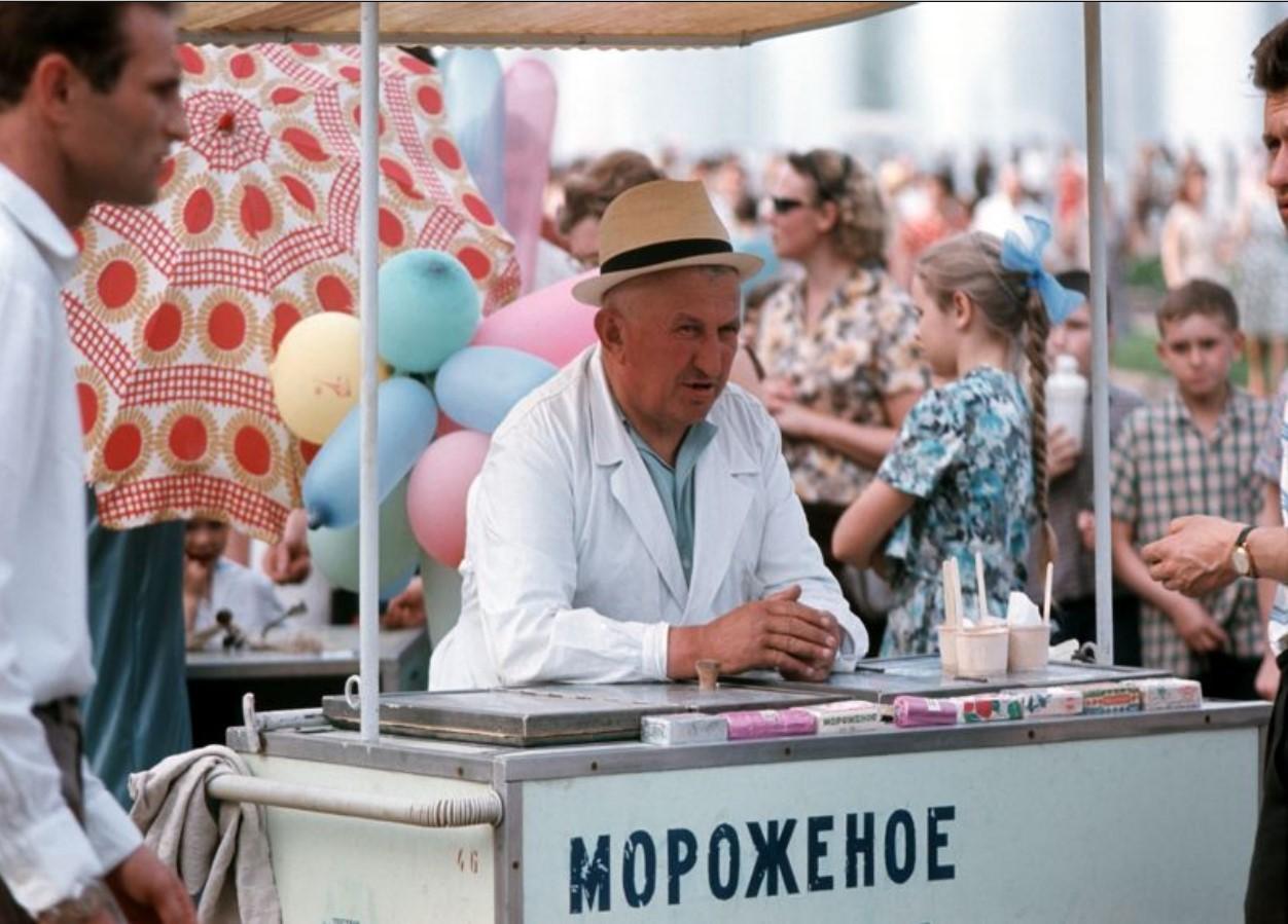 Продавец мороженого