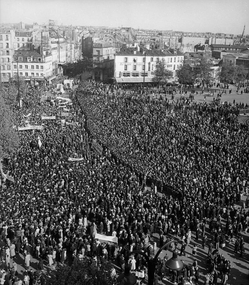 1949. 1 мая на площади Бастилии.jpg