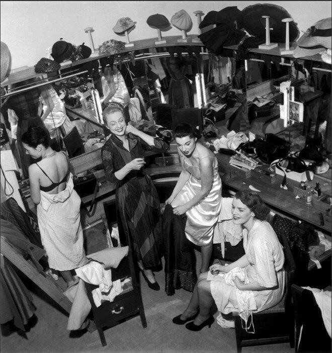 1948. Гримерная Люсиль Манген, Париж