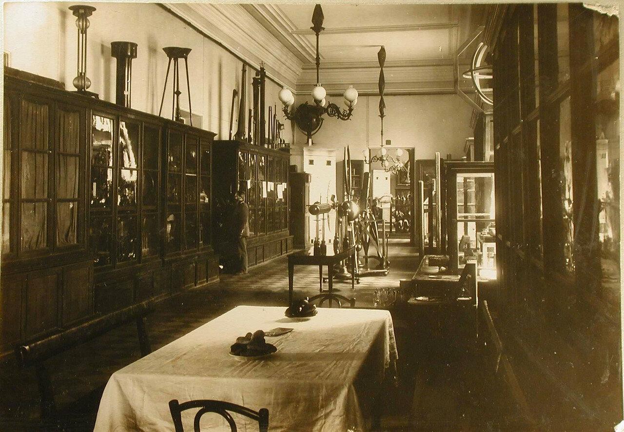 14. Вид части кабинета астрономии