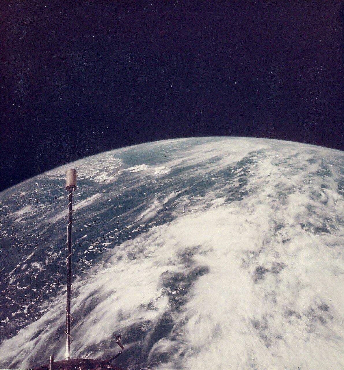 1966, сентябрь. Впечатляющая кривизна Земли над Индийским океаном. Джемини-11