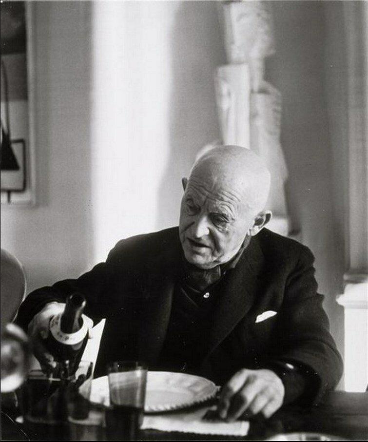 1960. Канвейлер за столом, наливает вино (вариант)