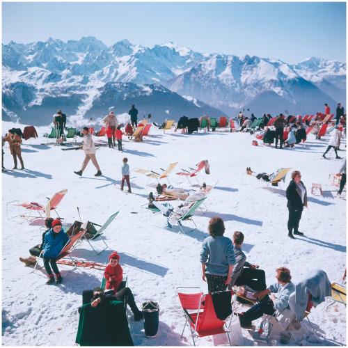 Ski party, Slim Aarons.jpg