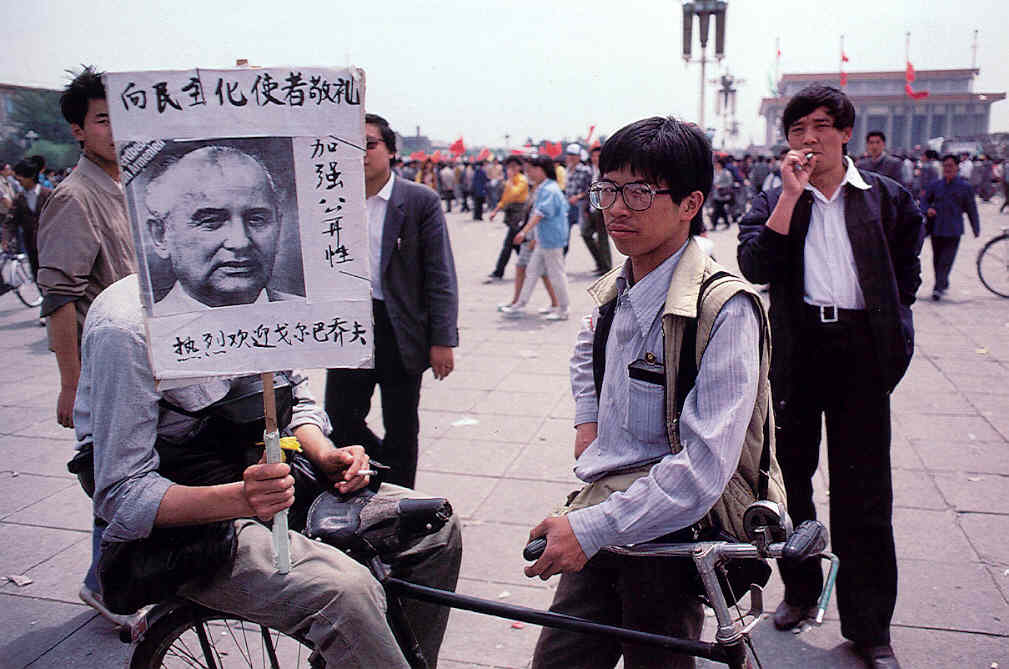 1989_youth-congregating-in-Tiananmen-Square.jpg