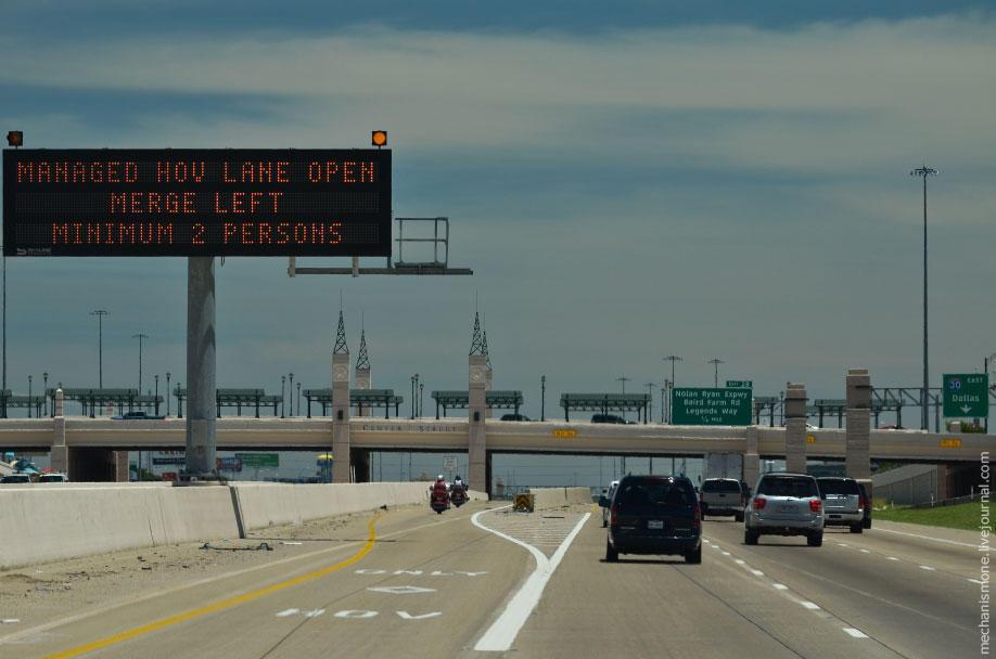 28. По всем дорогам установлены информационные щиты, сообщающие водителям об авариях и затруднениях