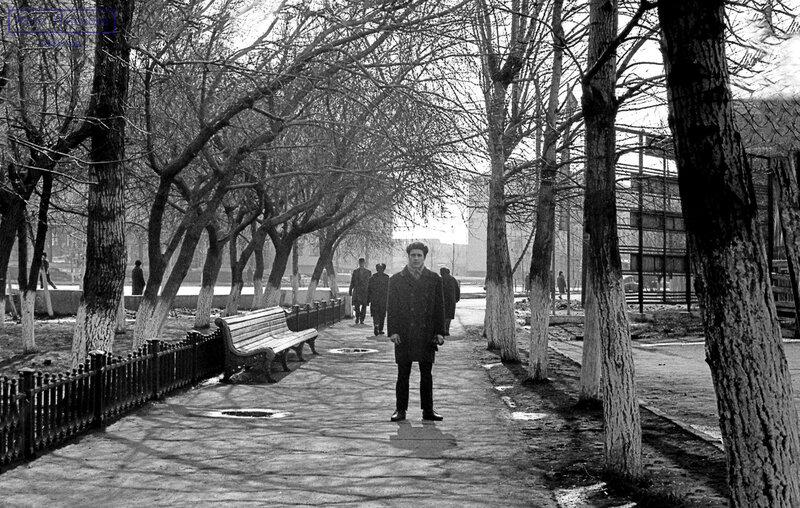 1968 Омск сквер у администрации.jpg