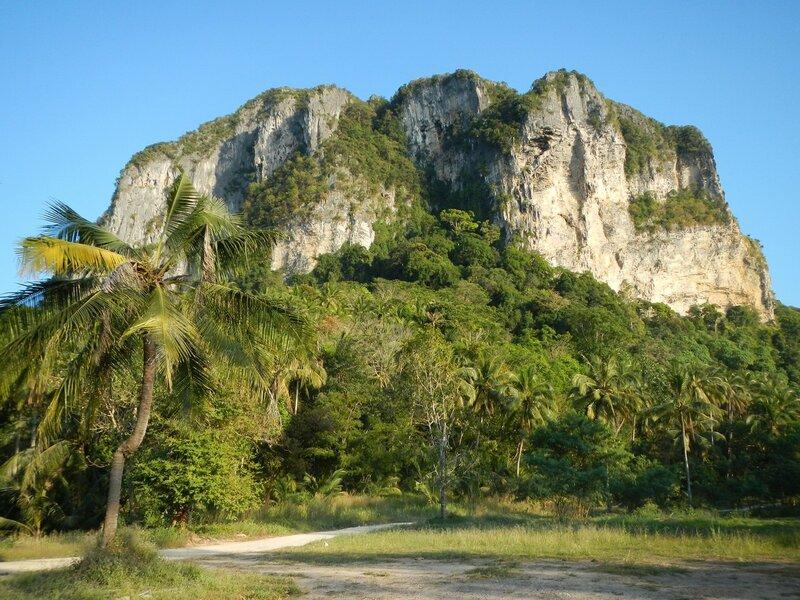 Горы у пляжа Ao Nang