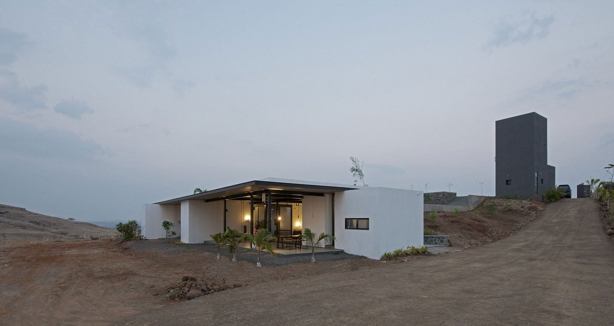 SPASM Design Architects, дом на окраине города, дом на окраине города, частный дом без соседей, панорамные окна в частном доме, терраса на крыше дома