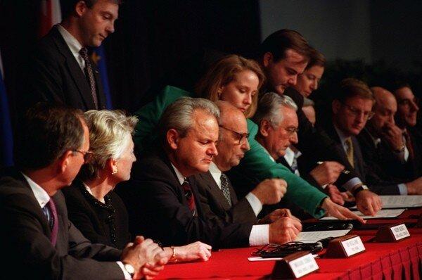 Босния и Герцеговина, Дейтонские соглашения, Сербия