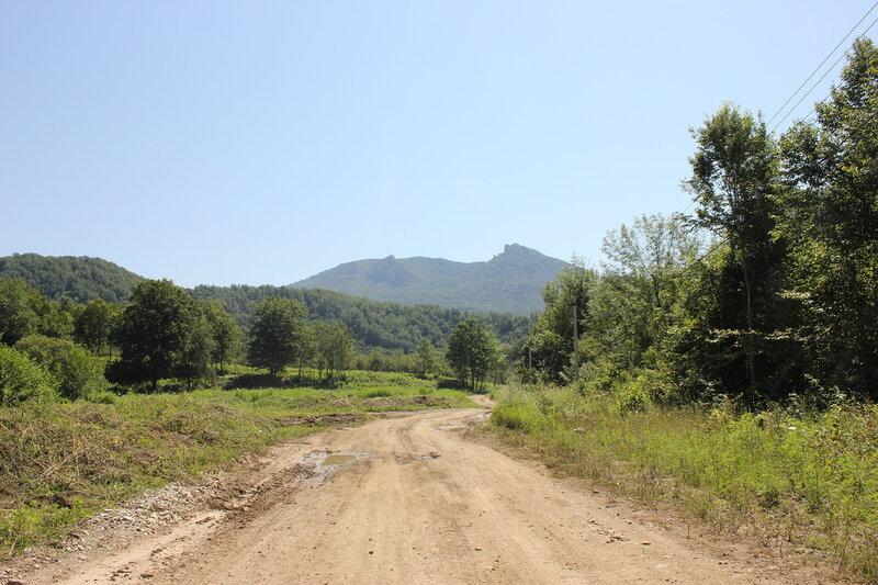 Гора Индюк и отроги, недалеко от платформы 1744 км