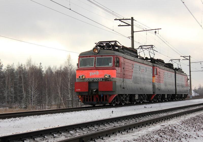 ВЛ11М-323 в виде прикрытия за Газотурбовозом