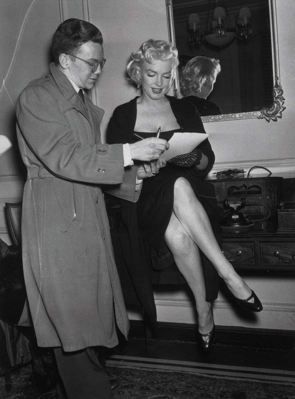 Marilyn Monroe Signing Autograph