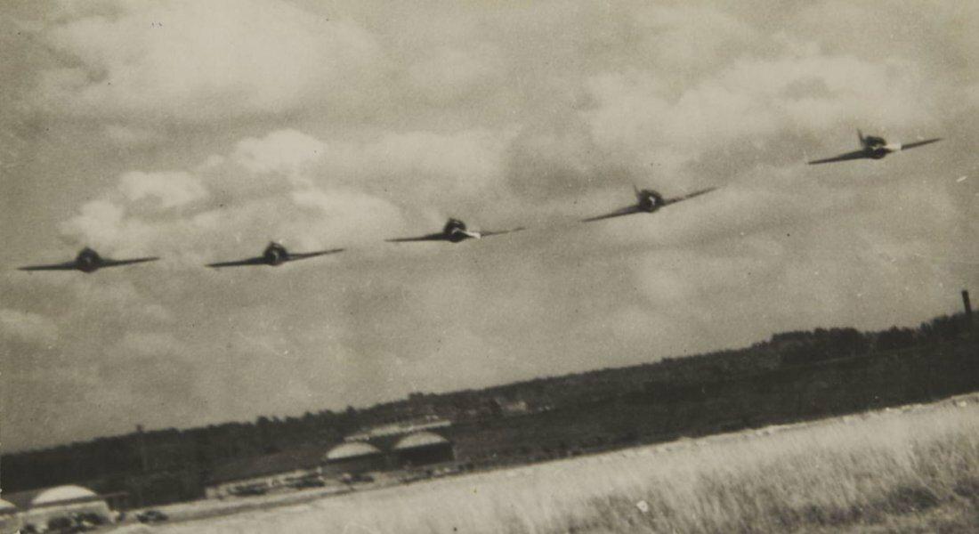 1940-е. Эммануил Ноевич Евзерихин. Летящие самолеты