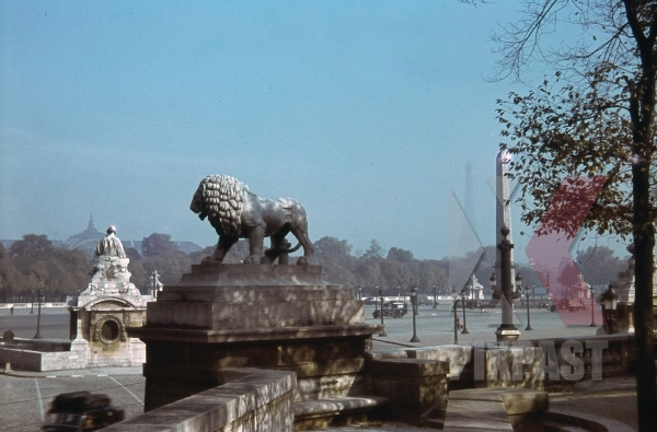 stock-photo-place-de-la-concorde--luxor-obelisk--eiffel-tower-in-paris-france-1940-10976.jpg