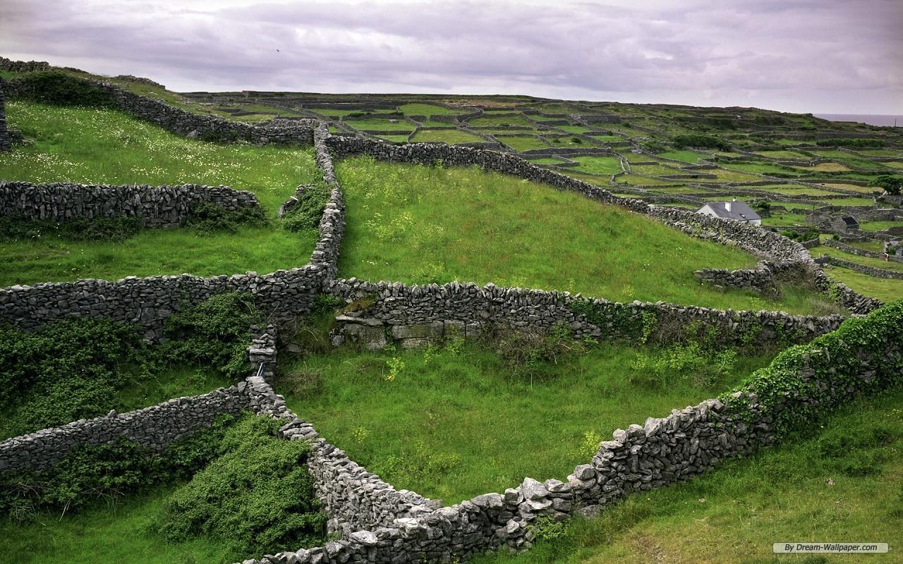 Шотландский каменный забор  № 2453274  скачать