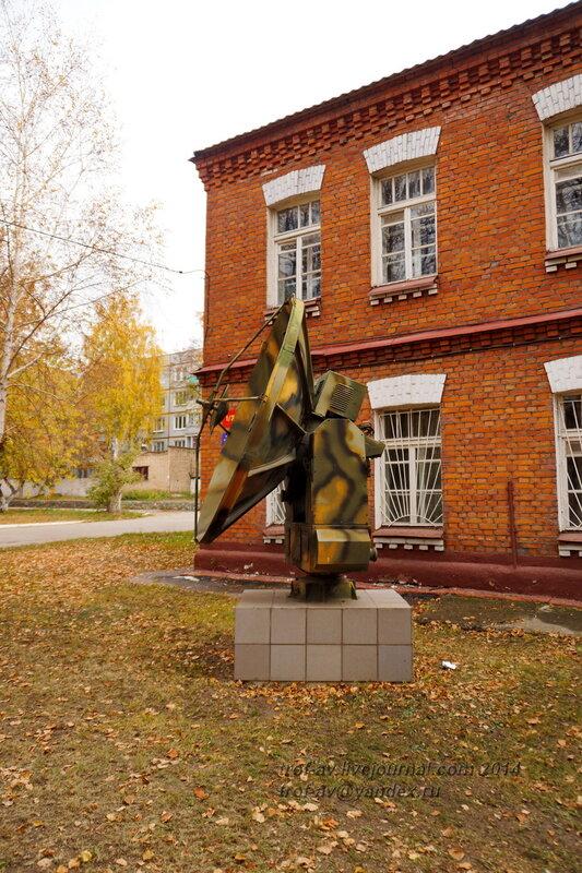 Памятники на территории бывшего Рязанского военного училища (сейчас автомобильный факультет  воздушно-десантного училища)