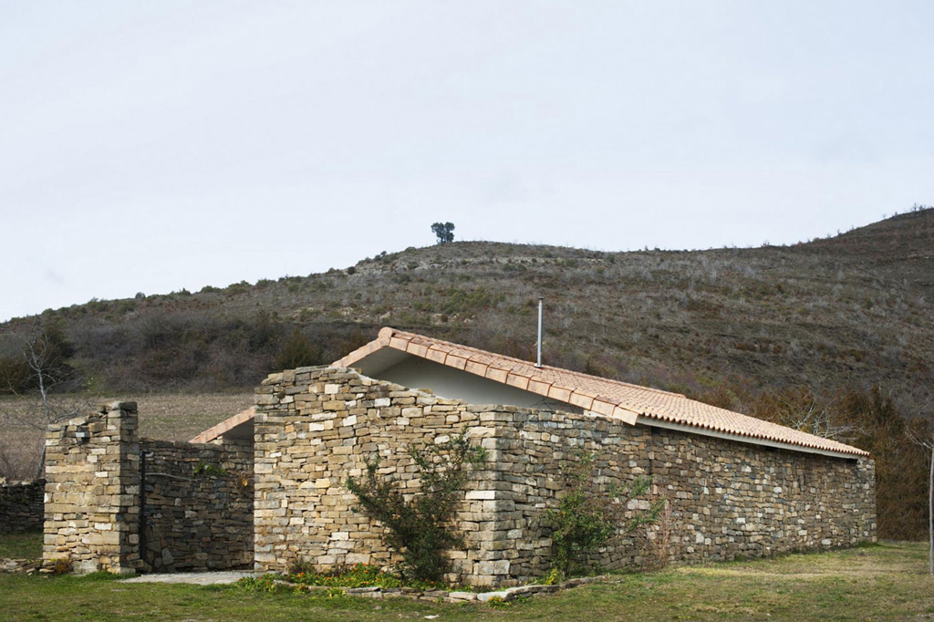 secluded-vacation-home-in-the-pyrenees-9.jpg
