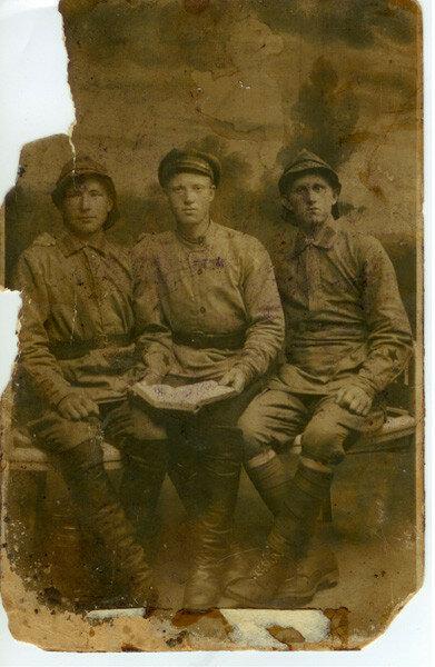 И.А. Баранов (крайний справа). Около 1920 г.
