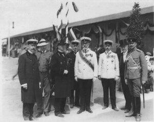 Служащие охраны императорского поезда во время встречи германского императора Вильгельма II.