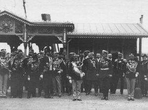 Встреча итальянского короля Виктора Эммануила III (стоит на первом плане) на пристани на Английской набережной.