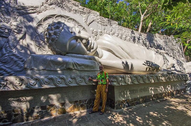 Возле Будды