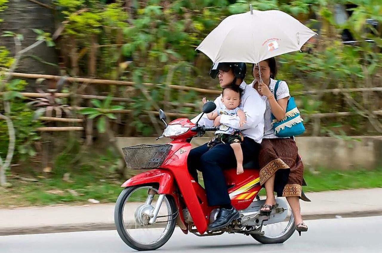 Мама, папа, я - дружная лаосская семья