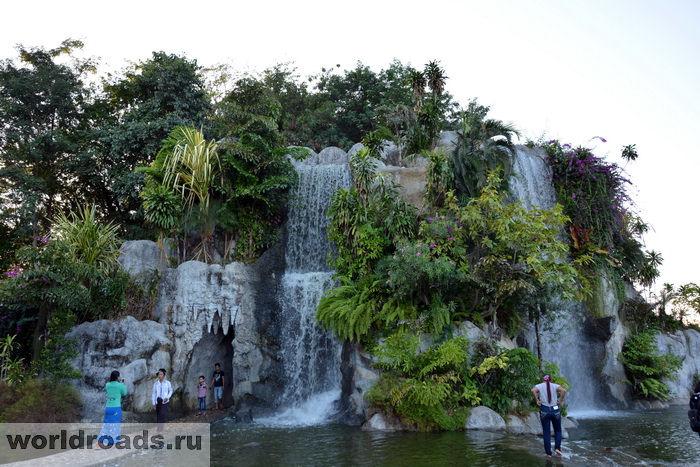 Парк фонтанов Нейпьидо