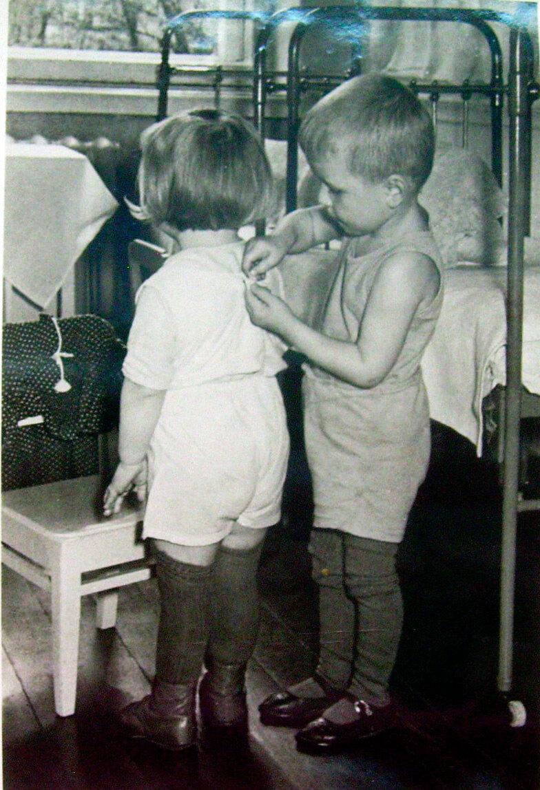 Помогаем друг другу. 1959