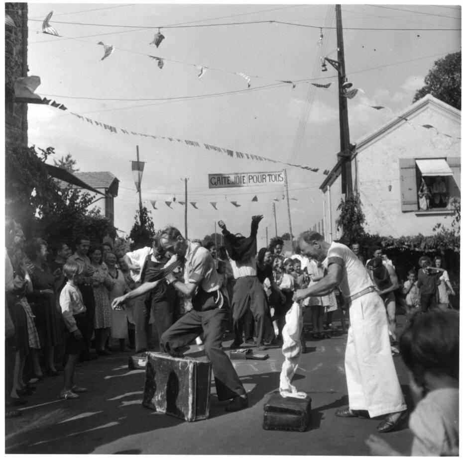 1945. Бег в мешках, Ати-Мон