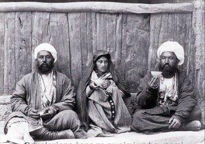 Временная жена со своими продавцами