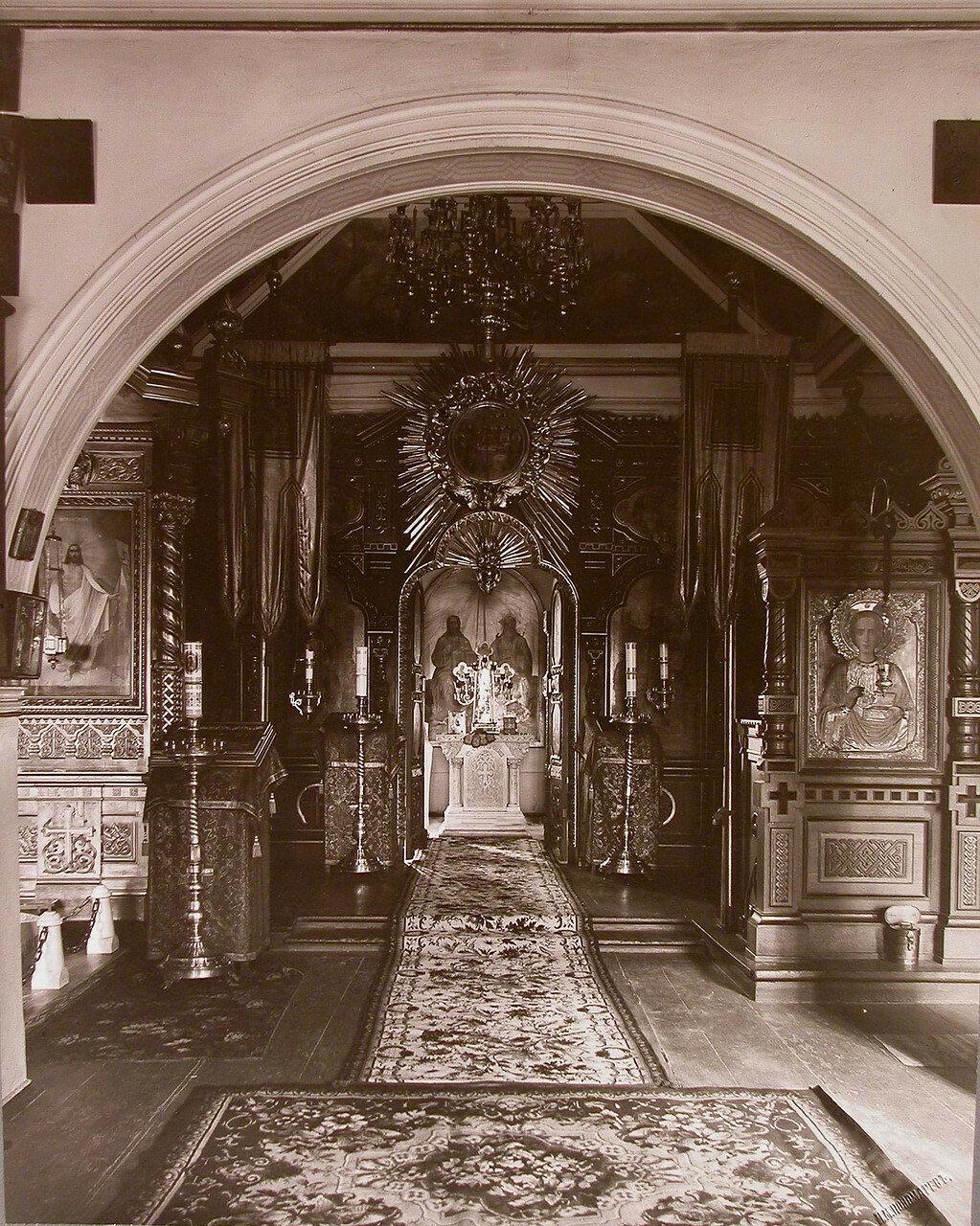 10. Внутренний вид храма Успения Пресвятой Богородицы на Успенском острове